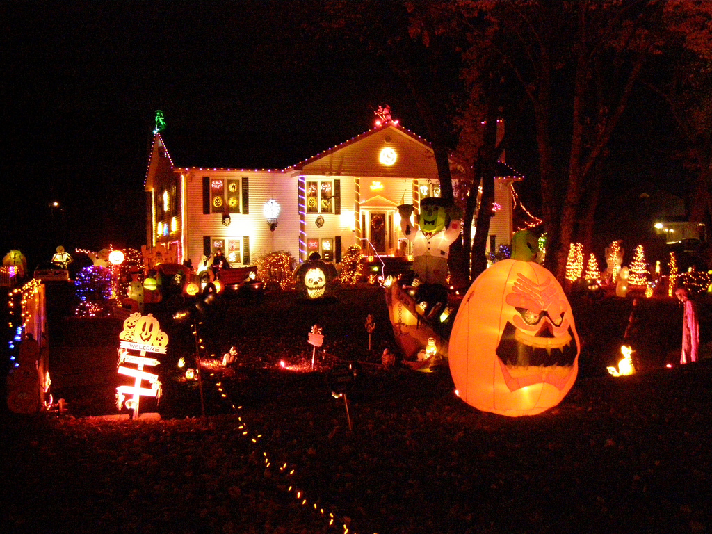 Halloween house decorations pictures